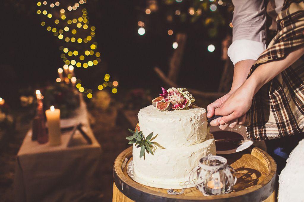 Торт на свадебной фотосессии