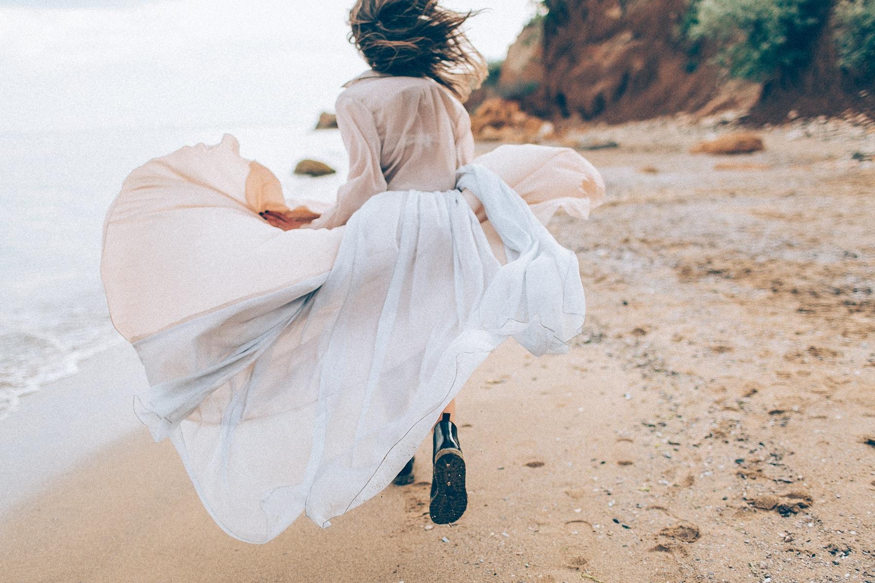 Невеста на берегу моря