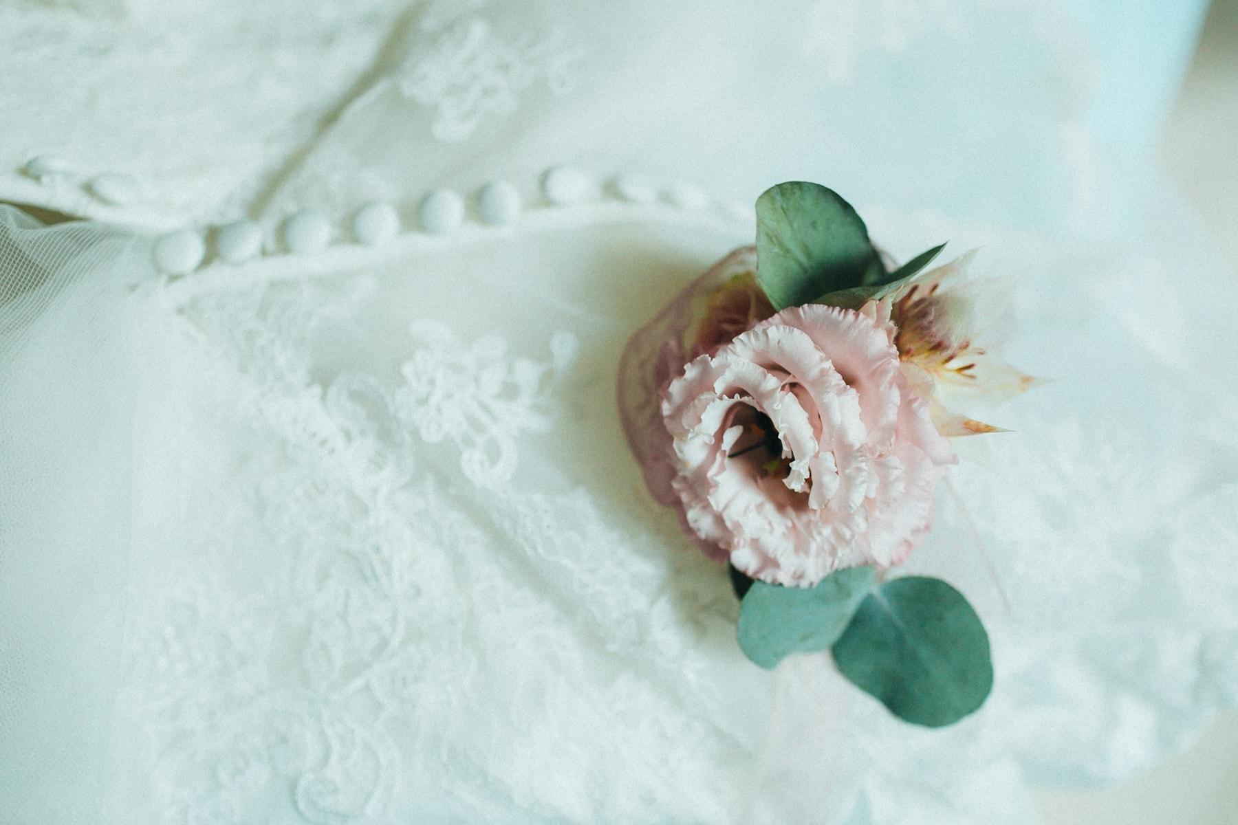 Фото бутоньерки невесты - свадебные фото