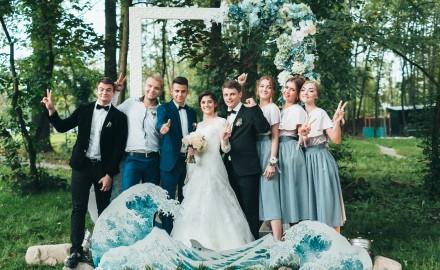 Свадебная фотография с гостями